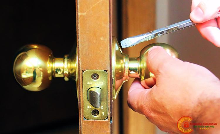 Sửa khóa cửa tay nắm tròn tại nhà quận Ba Đình